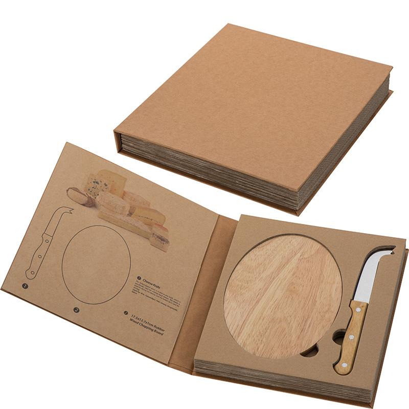 Käseset mit Holzbrettchen und Käsemesser